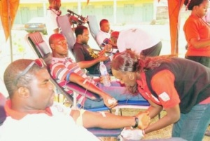 Nigerians at a blood drive for bomb victims